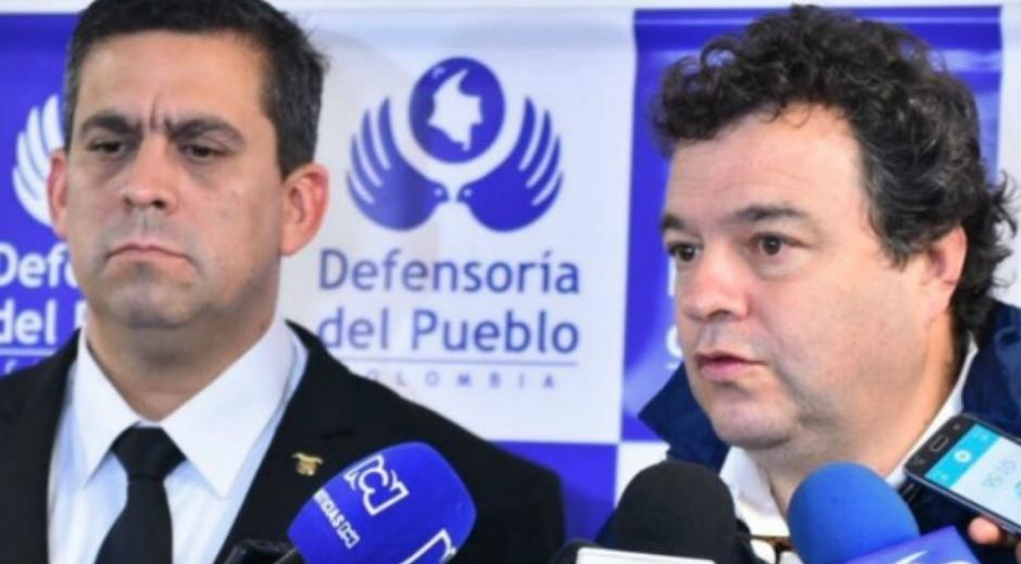 Capitán Jaime Hernández (Acdac) y el Defensor del Pueblo, Carlos Alfonso Negret Mosquera.