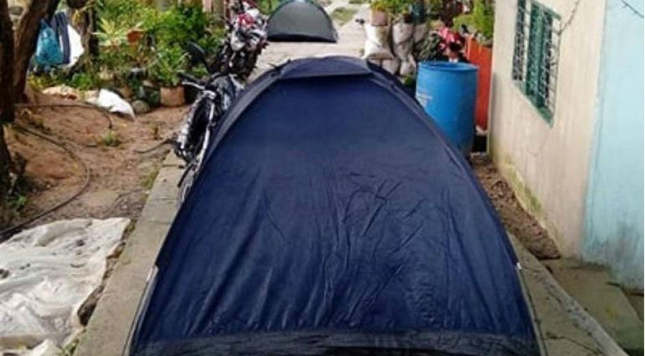 Los afectados durmieron en carpas en la calle.