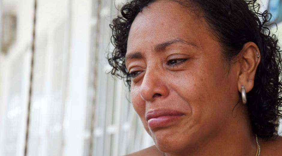 Luz Divina llora porque aún no sabe nada de su hija.