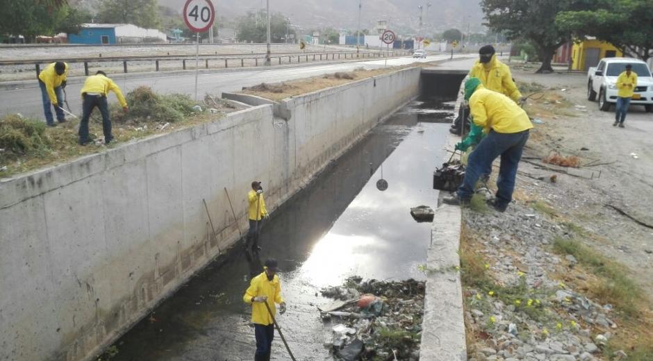 Así va el proceso de limpieza de los canales de sesagüe.