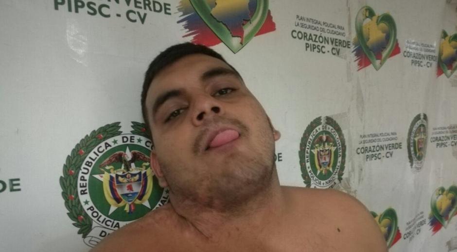 Alias 'El Quemado' le saca la lengua a los policías de Barranquilla.