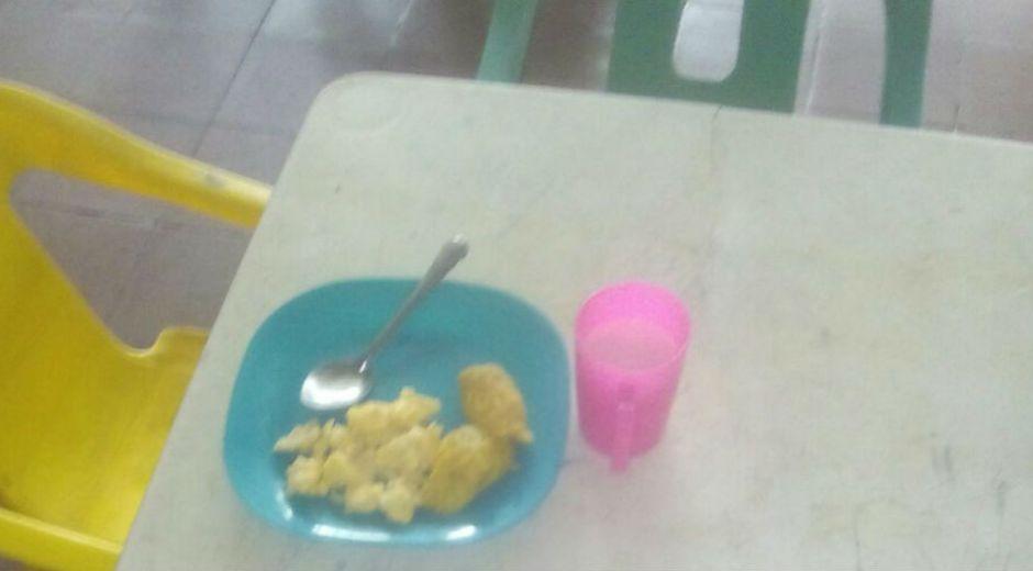 Los huevos fueron entregados a los niños en el programa de alimentación escolar.