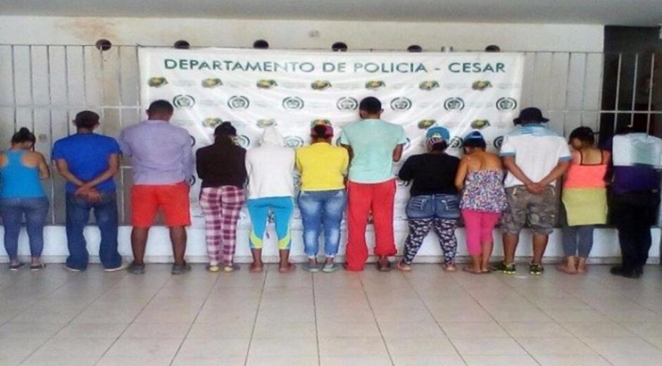 Las doce personas capturadas son hombres y mujeres entre los 23 y los 40 años de edad.