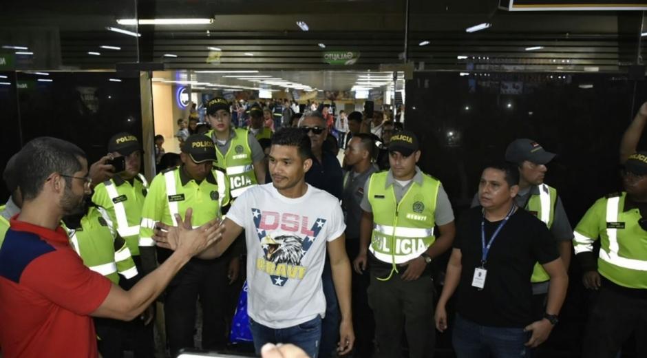 Teófilo Gutiérrez, llegó esta tarde a Barranquilla para incorporarse al Junior.