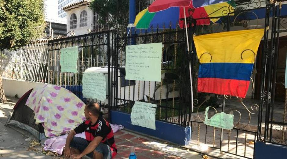 Extrabajadores de Metroagua se toman sede de Bolsa de empleo para exigir pagos atrasados y liquidaciones.