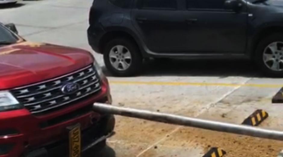 Parte frontal del vehículo estropeado