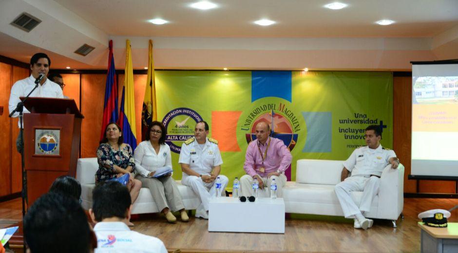 Los expertos participaron en un foro que se realizó en la Universidad del Magdalena.