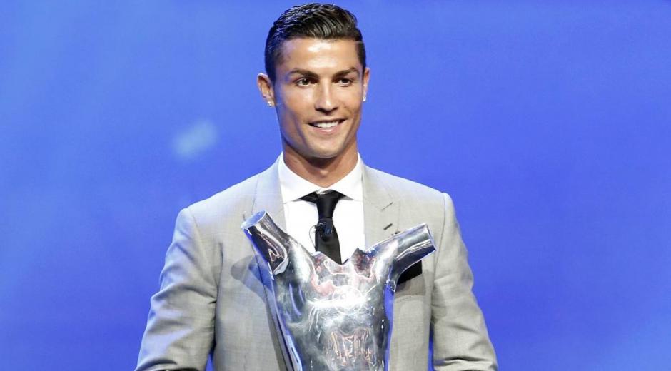 Cristiano Ronaldo, recibiendo el galardón