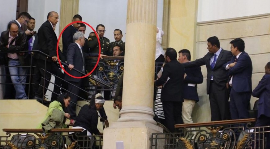 El senador Uribe Vélez subió a buscar al responsable del hecho.