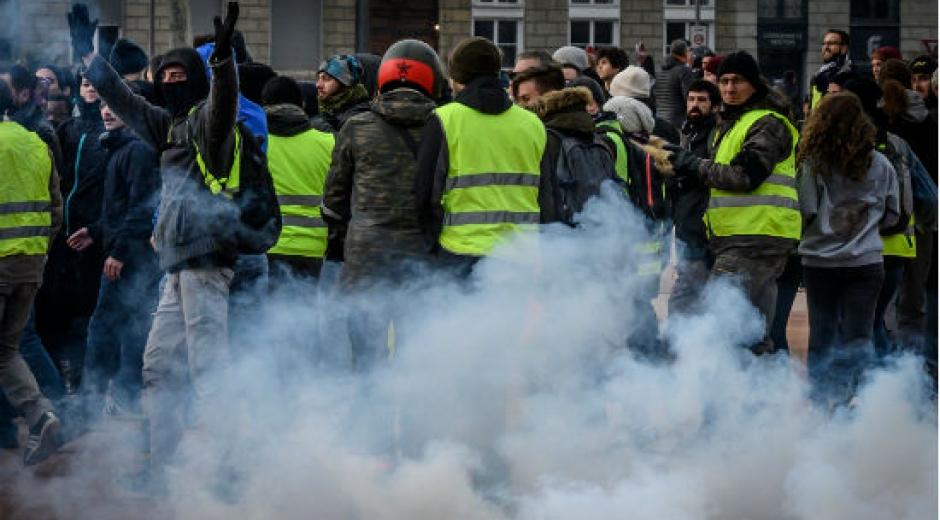 """La movilización de los """"chalecos amarillos"""" en Francia se redujo claramente este sábado en todo el país."""