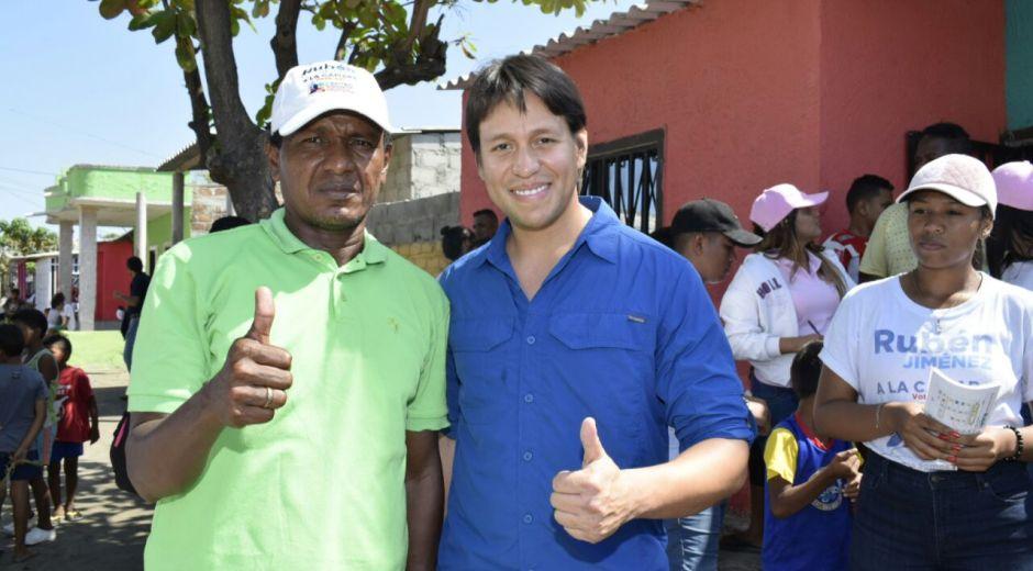 Rubén Jiménez, durante un recorrido por Ciénaga, Pueblo Viejo, El Retén y la Zona Bananera.