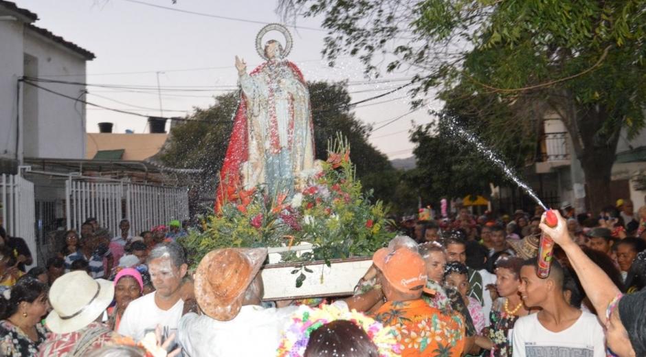 Mamatoqueros venerando a San Agatón.