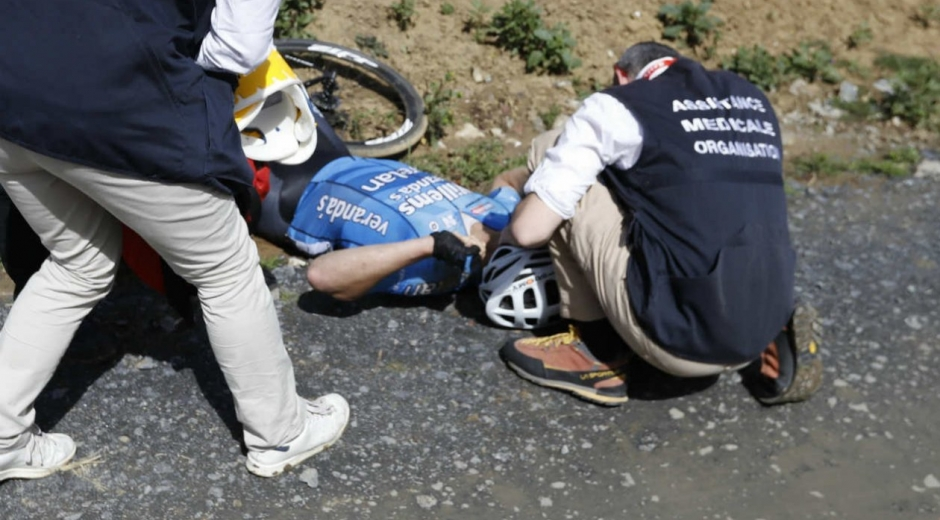 Michael Goolaerts, ciclista belga, sufrió un ataque cardíaco en plena competencia.