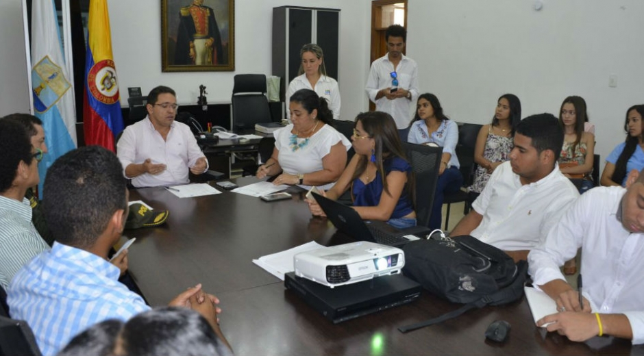 Reunión entre el Alcalde y estudiantes de la Unimagdalena.