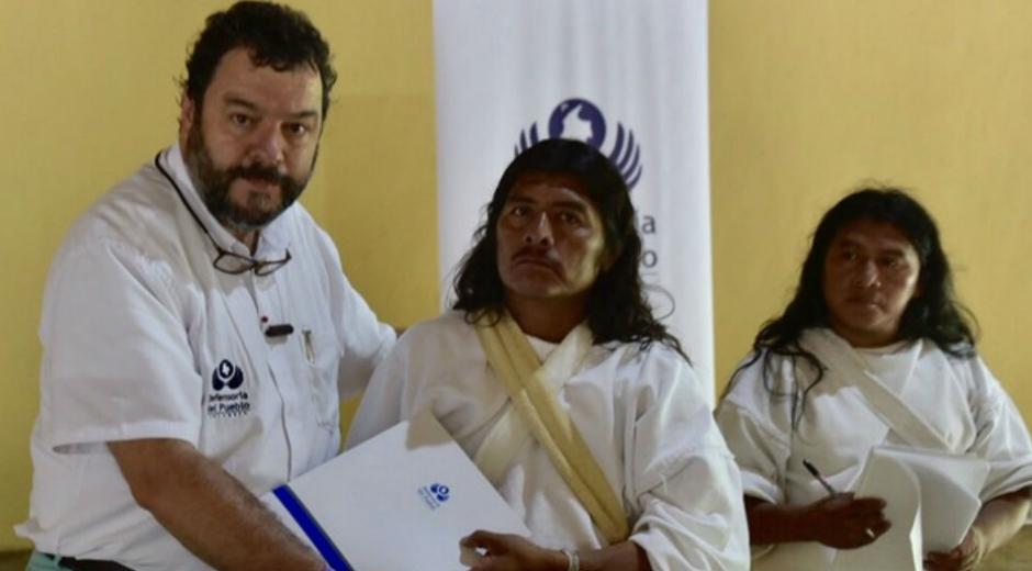 Defensor del Puebo junto a indígenas de la Sierra Nevada.