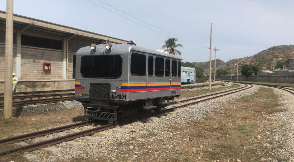Uno de los pequeños vagones que acompañó la prueba realizada desde el Puerto hasta las instalaciones de Fenoco.
