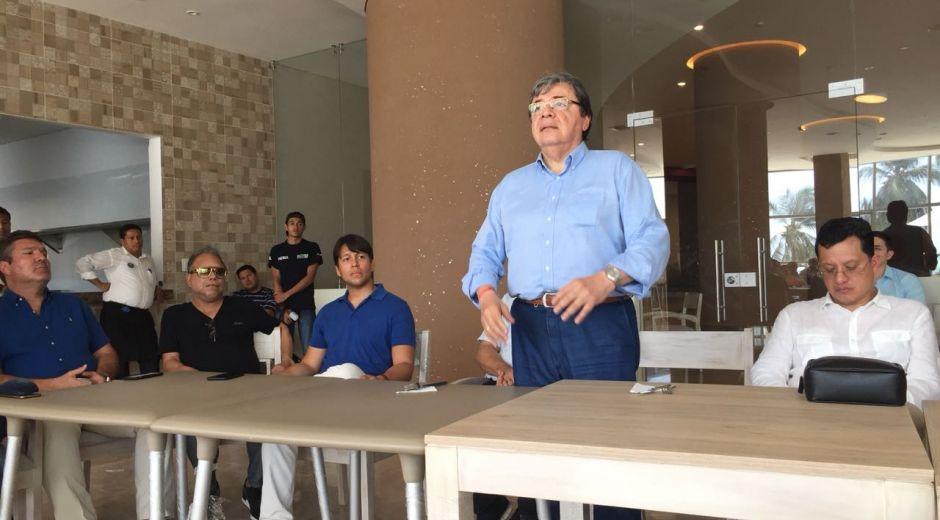Carlos Holmes Trujillo exponiendo las ideas de Iván Duque.
