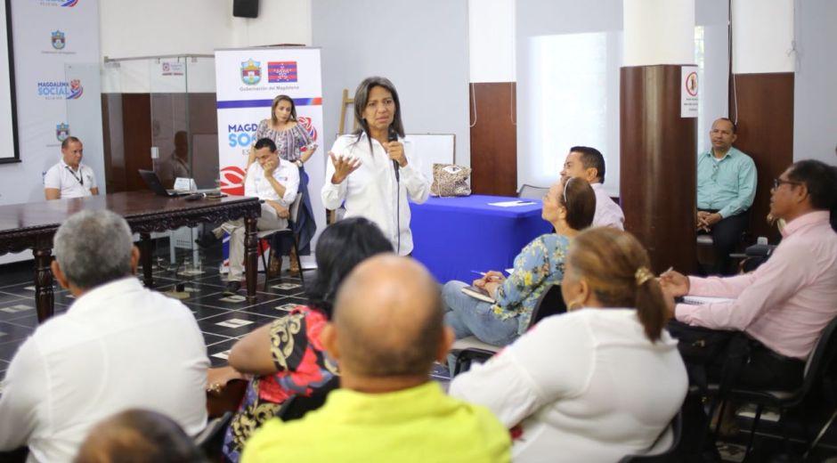 Nidia Rosa Romero, aecretaria de Educación departamental, liderando la jornada de trabajo en la Gobernación.