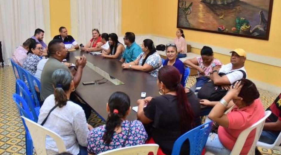 Aspecto de la mesa de trabajo desarrollada en las instalaciones de la Alcaldía de Ciénaga.