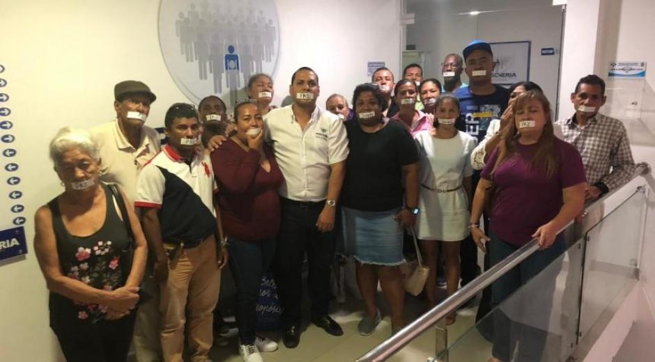 Miembros de la Mesa de Participación de Víctimas del Distrito.
