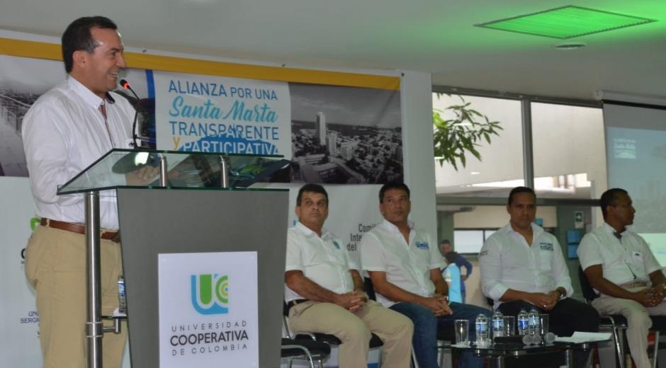 El foro fue moderado por Juan Carlos Velásquez, director de asuntos públicos de la UCC y periodista de Teleantioquia.