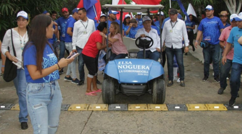 Elsa Noguera cumpliendo con la agenda.