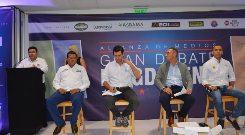 Cada uno de los tres candidatos participantes expusieron sus propuestas.