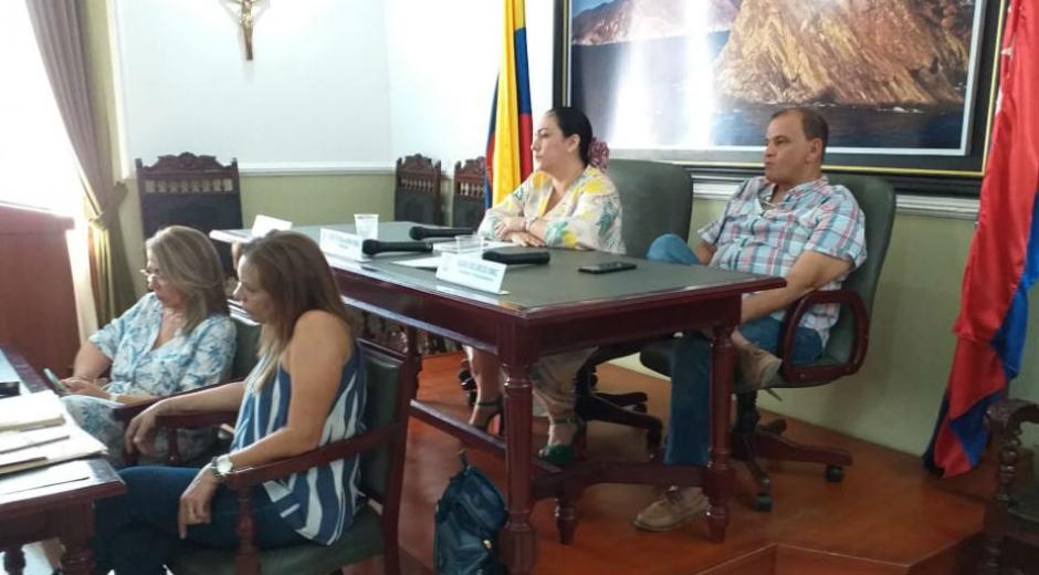 A pesar que no hubo quórum, los seis diputados que asistieron participaron en una sesión deliberatoria.