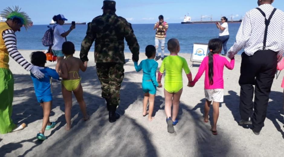 Niños pacientes oncológicos viajaron de Villavicencio a Santa Marta a conocer el mar
