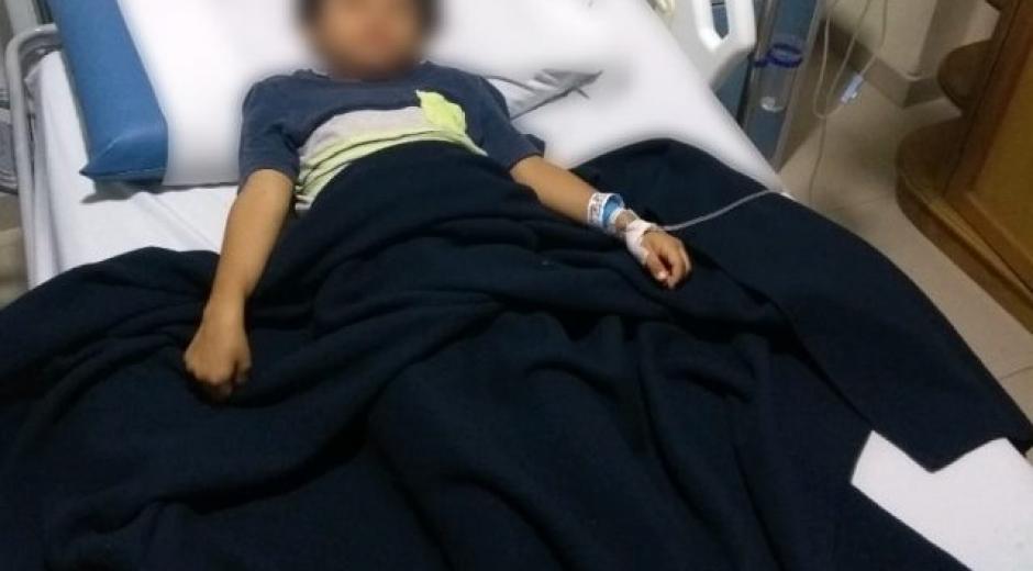 El niño que recibió la descarga se encuentra hospitalizado