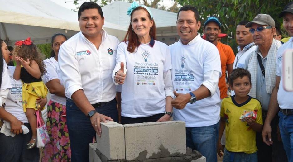 La Gobernadora, el Alcalde y el Gerente de Proyectos del departamento realizaron el acto simbólico.