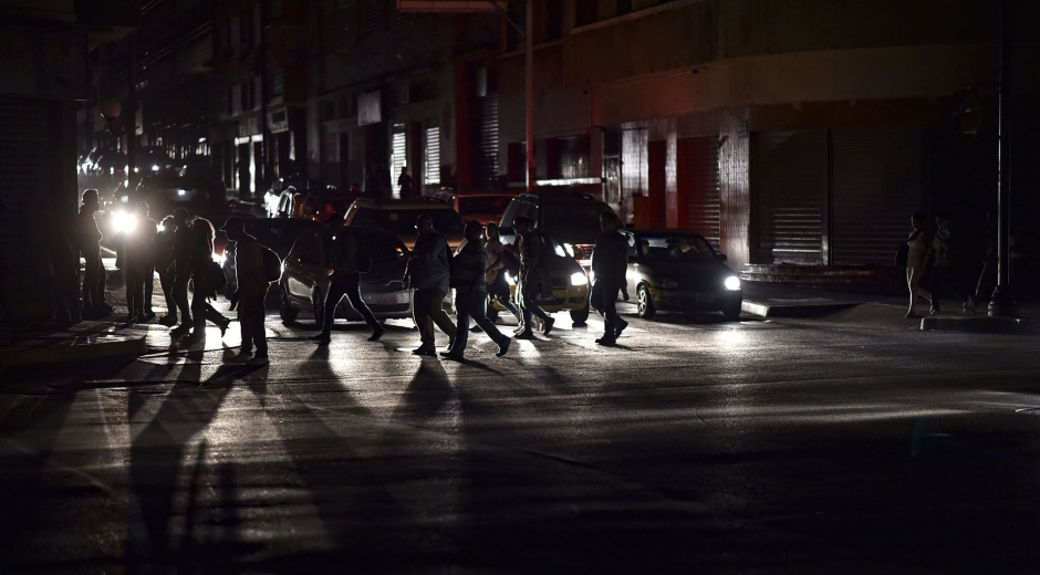 Medios de Venezuela informaron que ese país lleva cerca de 70 horas sin energía.