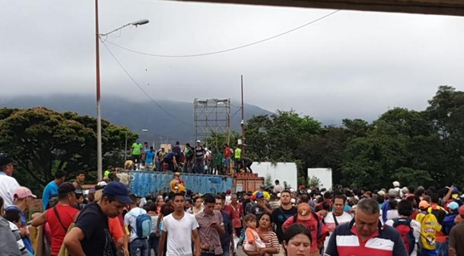 Cientos de venezolanos llegan a Colombia desesperados y pidiendo ayuda