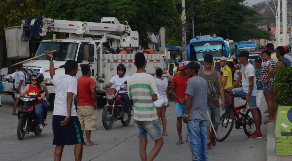 Bloqueos y protestas este martes en el Libertador por falta de luz y agua