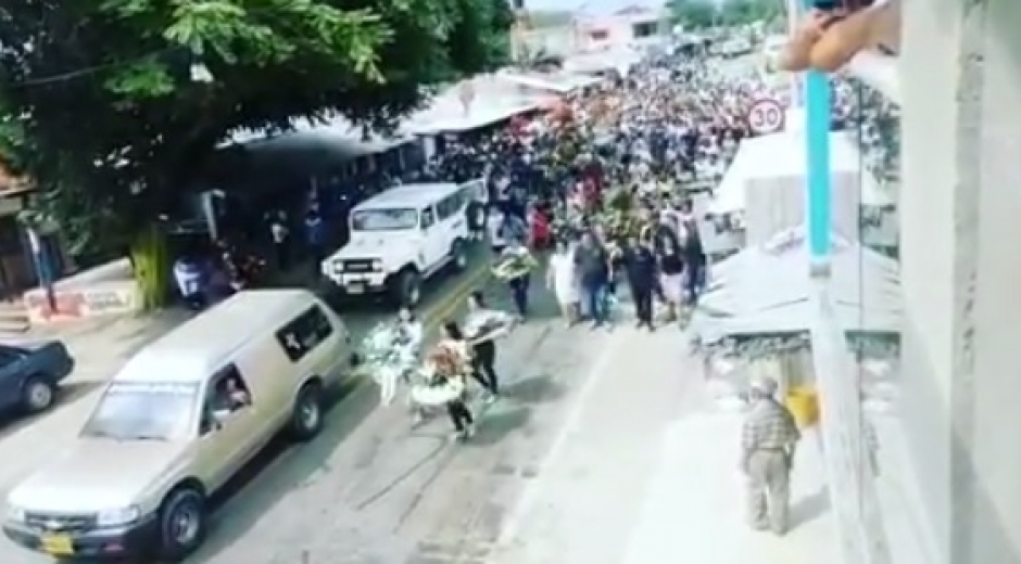 Imagen del sepelio de Chucho Mercancía.