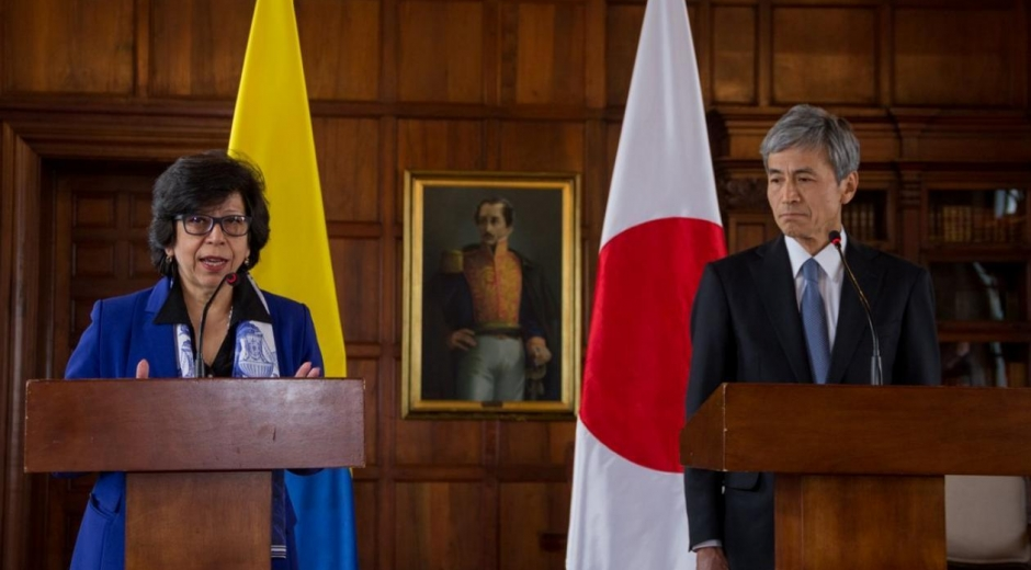 La Viceministra Luz Stella Jara y el embajador de Japón en Colombia, Keiichiro Morishita.