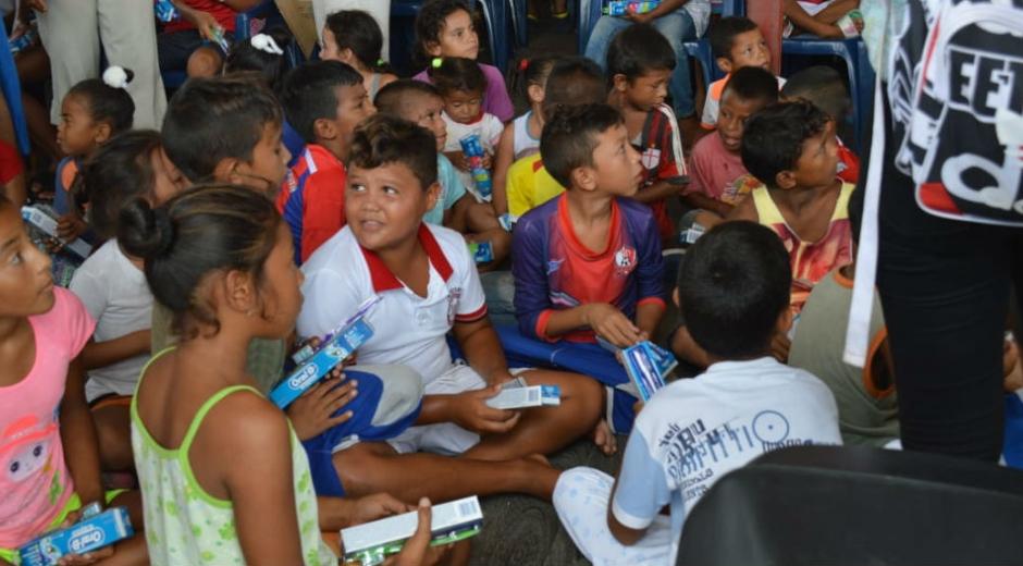 Los niños recibieron útiles escolares y elementos de aseo.