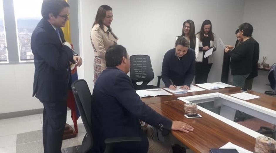 La alcaldesa de Fundación, Mallath Martínez, recibió los estudios y diseños del proyecto estructurado por ENTerritorio.