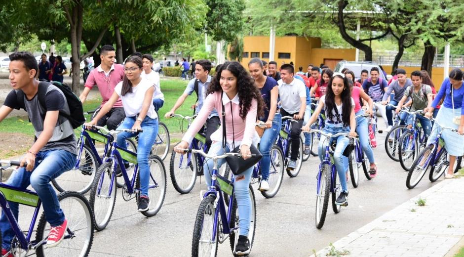 El programa continúa brindando beneficios a los futuros profesionales, en esta ocasión se cumplió con la entrega de bicicletas.