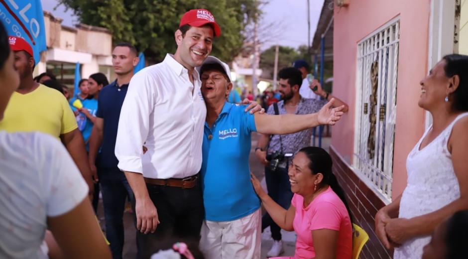 El candidato a la Gobernación realizó un 'puerta a puerta' en La Paz.