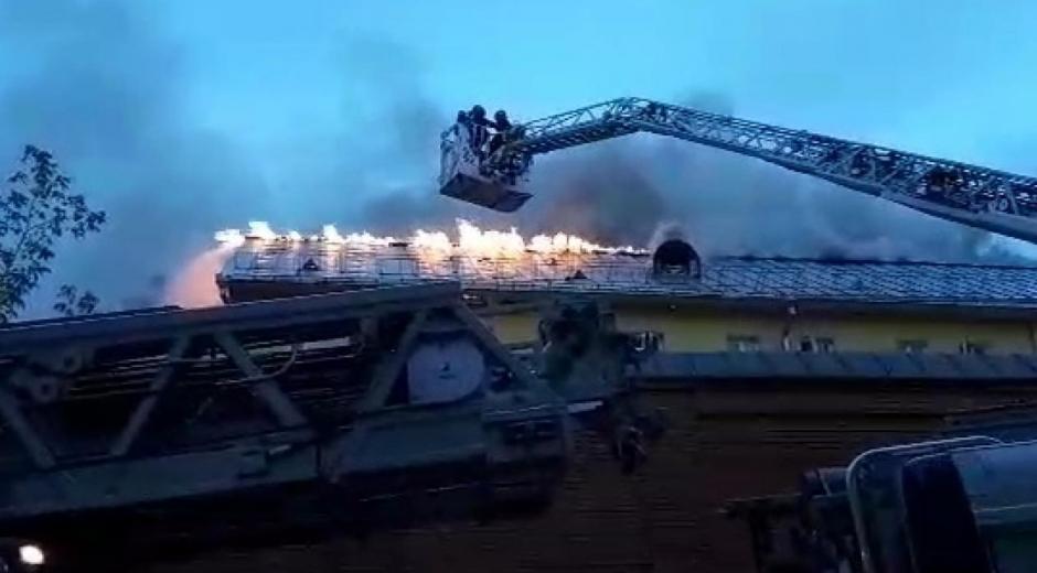 Conflagración afectó el monasterio que data de hace varios siglos.