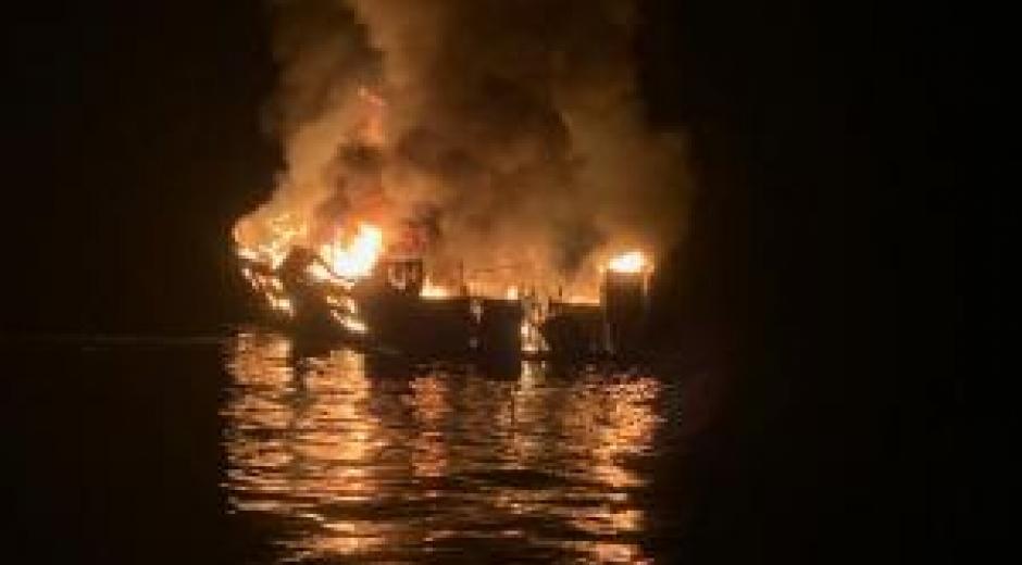 Incendio en barco