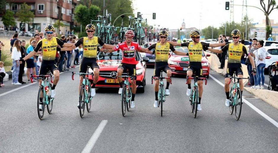 Primoz Roglic y su equipo, el Jumbo Visna.
