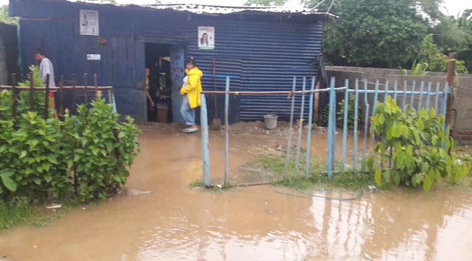 Las cerca de 10 horas seguidas de lluvias afectaron a la población zonera.