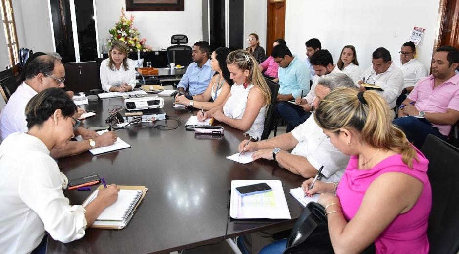 Consejo de gobierno liderado por la alcaldesa Virna Johnson