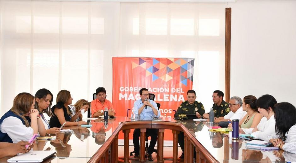 La reunión contó con la presencia del gobernador del Magdalena, comandantes de la Policía Metropolitana y funcionarios distritales y departamentales.