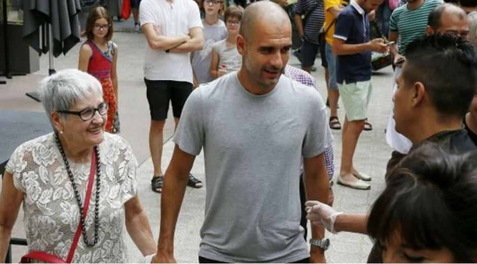 Pep Guardiola y su mamá.