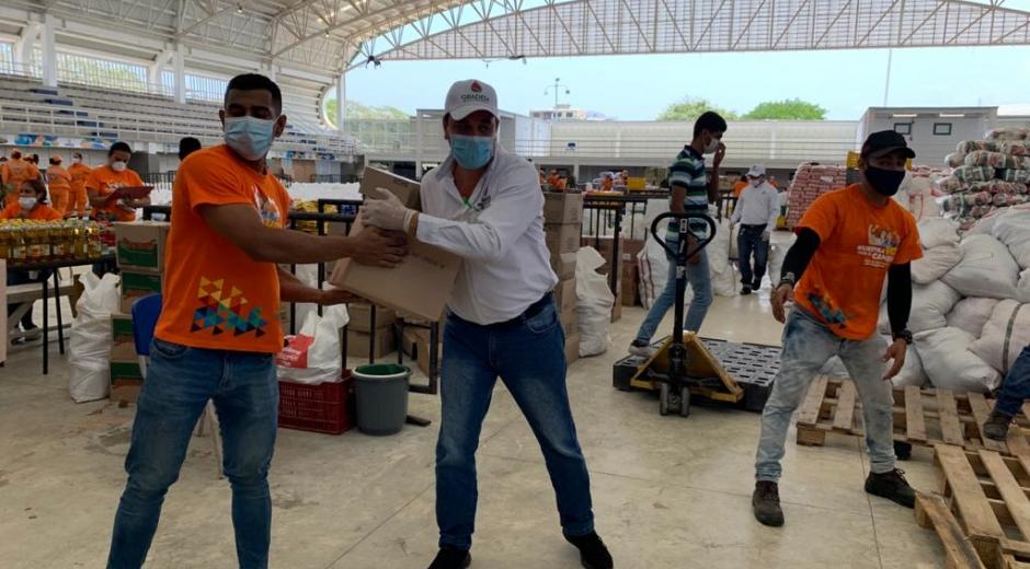 Las empresas de la región y las plantas extractoras de aceite de palma, donan 33.000 nuevas botellas de aceite, para llegar a un número de 55.000 botellas del producto.