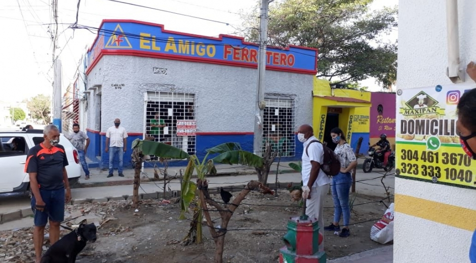 Huerta construida por vecinos residentes a los que no les han arreglado la calle.