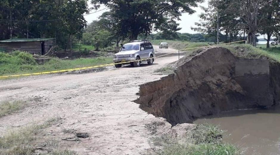 Erosión en la vía Salamina-El Piñón